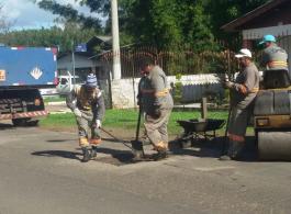 Prefeitura realiza Opera��o Tapa-buracos na Estrada V�nius Ab�lio dos Santos