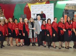 Prefeito e primeira-dama participam do almo�o de 50 anos do Conselho de Clubes de M�es de Gravata�