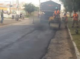 Administra��o Municipal segue com a revitaliza��o asf�ltica da Rua Nutrella