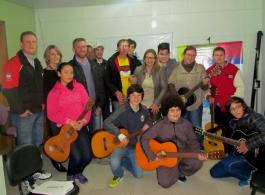 Integrante do programa The Voice Kids participa da Oficina de Viol�o da Fundarc