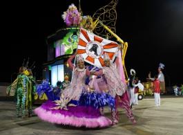 Acad�micos � Gravata� no desfile do Grupo Especial do Carnaval de Porto Alegre