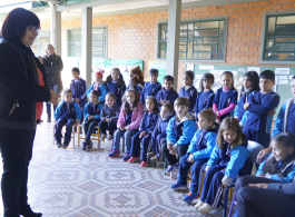 Prefeitura entrega uniformes aos alunos da rede municipal de ensino